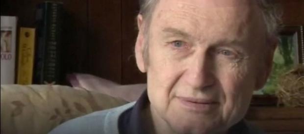 Roger Curry foi abandonado pela família na Inglaterra