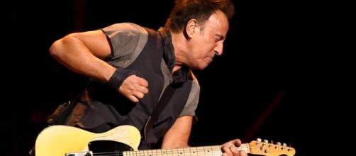 Bruce Springsteen rips into Donald Trump - CBS News - cbsnews.com