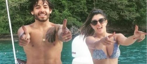 Craque Ricardo Goulart dança hit 'deu onda' com a mulher