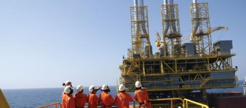Empresas do ramo de petróleo e gás reabrem processos seletivos