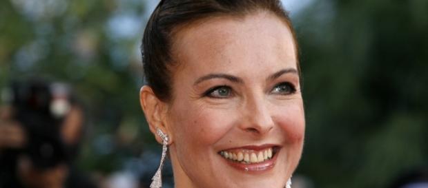 Carole Bouquet 9500 euros par jour pour une série - lecomptoirdesdecouvertes.com