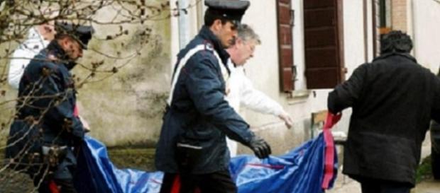 ROMÂNCĂ de 45 de ani găsită MOARTĂ în baia locuinţei sale din ITALIA