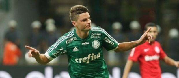 Volante comemora com decisivo do Palmeiras contra o Inter