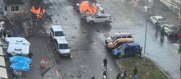 Esplosione dell'autobomba a Smirne, Turchia