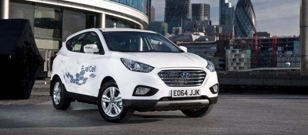 Hyundai ix35 Fuel Cell é vendido no Reino Unido pelo valor equivalente a R$ 209,2 mil, quase três vezes mais do que o Tucson a gasolina