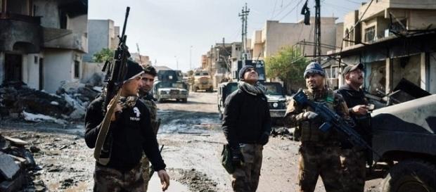 Le truppe anti-terrorismo dell'esercito iracheno impegnate nella controffensiva contro l'Isis.