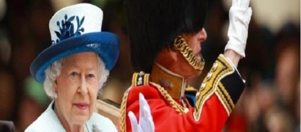 Rainha Elizabeth II quase é assassinada por um dos seus guardas