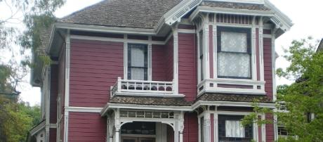 The witches of Charmed called this home https://commons.wikimedia.org/wiki/File%3AHouse_at_1329_Carroll_Ave.%2C_Los_Angeles_(Charmed_House).JPG