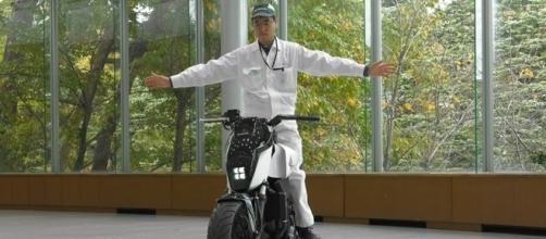 Honda Riding Assist mantém o equilíbrio da moto parada ou em baixa velocidade