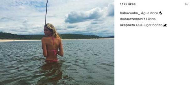 Filha de Eduardo Cunha, Bárbara, curte praias belíssimas enquanto pai está na prisão