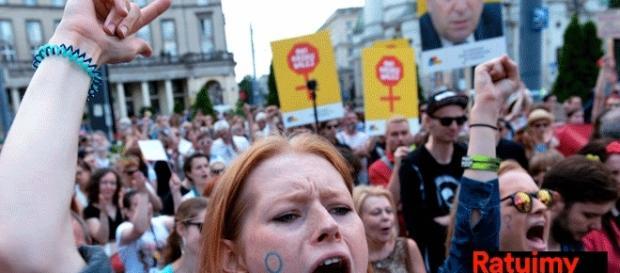Le comité polonais Sauvons les femmes a été très largement actif dans les mouvements de protestation, notamment contre la loi sur l'avortement