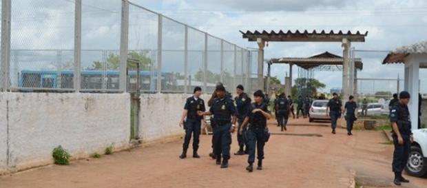 Centenas de policiais participaram da ação na Penitenciária Agrícola de Monte Cristo