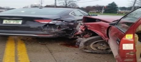 Craig, que dirigia o carro vermelho, bateu em sete automóveis. Agora, ele culpa o 'tinhoso' pelo acidente (Courtesy of Crystal Hensley)
