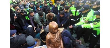 Donne superstiti alla schiavitù manifestano in Corea - The Business Times