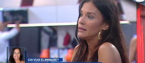 Antonella Mosetti risponde alle critiche sulla sua operazione: ecco le sue parole.