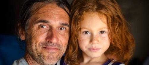 Il fotografo Charley Fazio e una bambina di Kilis