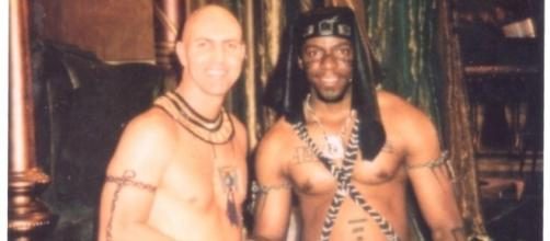 Prince Thompson Iyamu with actor Arnold Vosloo during the shooting of The Mummy