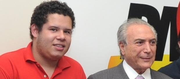 Secretário nacional de Juventude pede exoneração após comentar sobre chacina em Manaus.