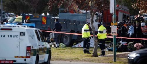 Attentato Gerusalemme, camion sulla folla: 4 morti. Hamas ... - webdigital.hu