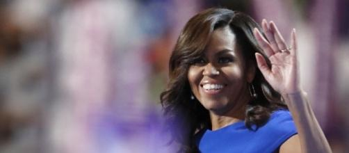 Michelle Obama leaves something behind on the White House lawn. Photo: Blasting News Library - eonline.com