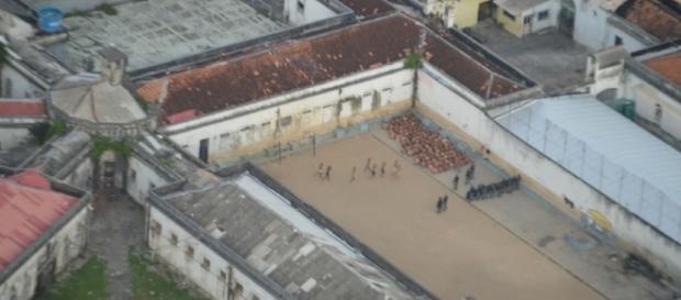 Após rebelião de 1 hora, a polícia de choque conseguiu conter os detentos