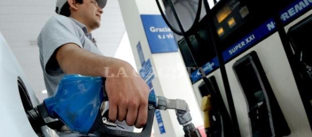 Cargar nafta será un 1,5% más caro desde hoy - Economía | La Gaceta - com.ar