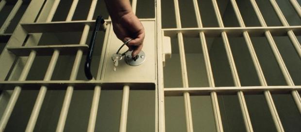 Presos do regime semiaberto ganham benefício de prisão domiciliar