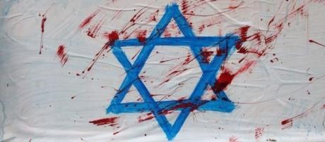 Bandiere insanguinate di Israele in viale Palmanova - udinetoday.it