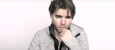 """Screenshot of Onision, via YouTube (""""Would Onision Have A One Night Stand With You?"""")"""