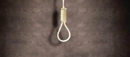 Catania, 14enne si suicida in camera: non accettava la separazione dei genitori