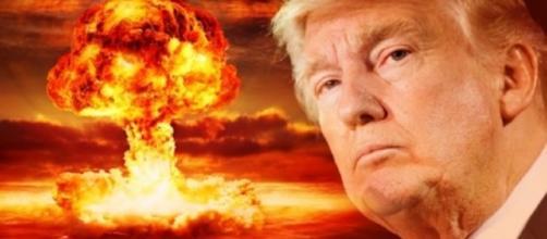 """Donald Trump e quel dito sul """"pulsante rosso"""". Cosa accadrà?"""