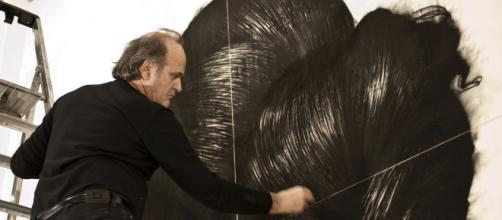 Omar Galliani al lavoro su Berenice, 2015, matita su tavola di pioppo, 4 tavole, 400x400 cm_3