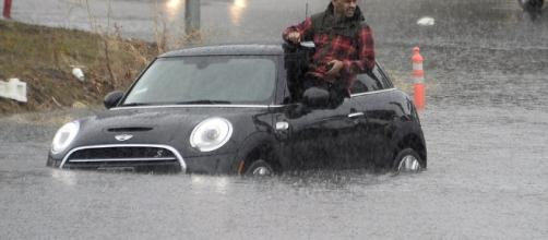 Wet, winter storm pummels Northern California leaving drivers stranded. -- dailymail.co.uk