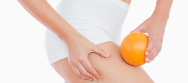 Conheça alguns alimentos e tratamentos que podem auxiliar na prevenção da celulite