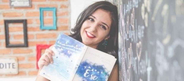"Giovanna Vaccaro e seu livro, ""E Se...""."