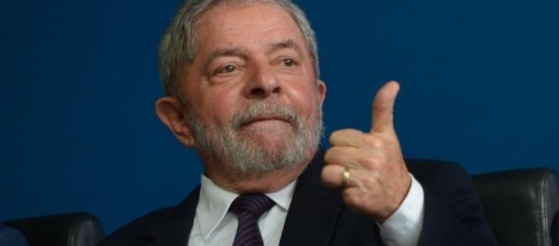 Lula lidera pesquisa espontânea e só perderia para Marina Silva no segundo turno