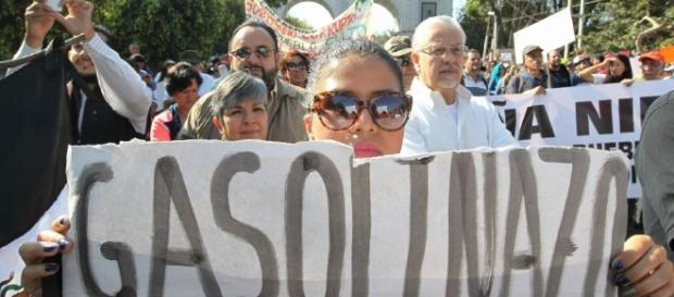 México: continúan protestas contra Enrique Peña Nieto por aumento ... - peru.com