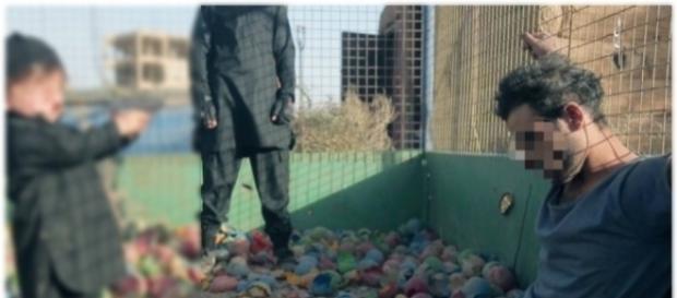 Vídeo mostra criança matando prisioneiro com tiro na cabeça