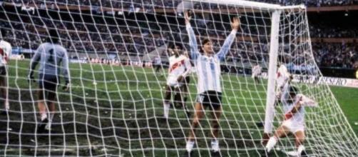 Argentina-Perù 2-2 del 1985, l'esultanza di Gareca dopo il gol