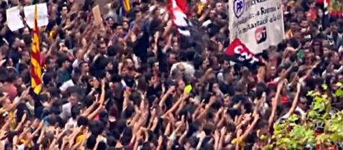 Catalanes protestan contra represión policial