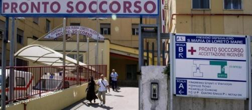 E' morto poco dopo l'arrivo all'ospedale Loreto Mare di Napoli il bambino di 2 anni soffocato da latte e biscotti.