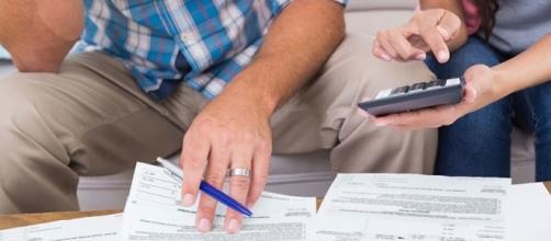 Famílias priorizam quitação das dívidas.
