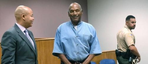 O.J. Simpson welcome at Hall of Fame after release from prison ... (Image Credit: Sportingnews/Youtube)
