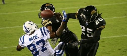 Reggie Nelson-Jaguars hits Reggie Wayne- [Image via Colts https://commons.wikimedia.org/wiki/File:Reggie_Nelson_Reggie_Wayne_MNF.jpg]