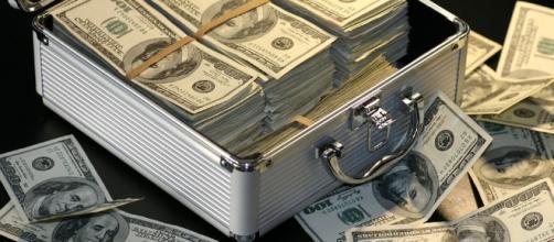 Tax payers money. [Image via pixabay]