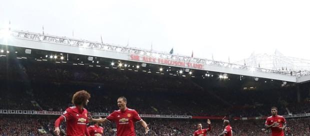 Fellaini marcó un doblete en la goleada del United (Twitter - Manchester United)