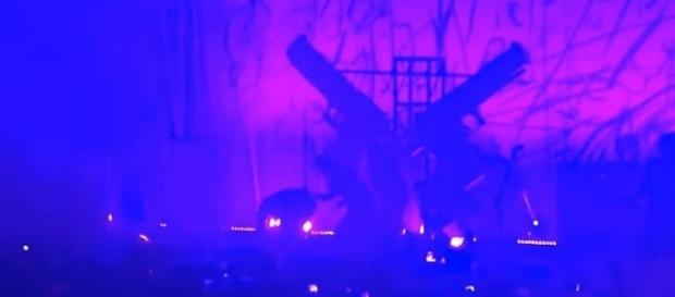 Marilyn Manson was crushed by a falling stage prop in NYC on Saturday [Image: YouTube/Watch Life]