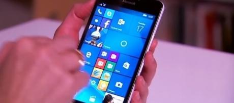 Windows Phone [Image via CNET/YouTube screenscap]