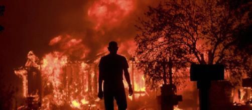 California in fiamme almeno 10 morti