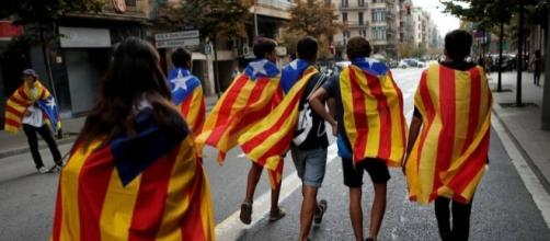 Cidadãos da Catalunha marcham em prol da independência da região